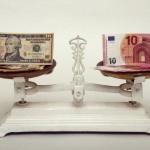 USD tiếp tục tăng so với euro và yên