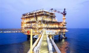 Giá dầu Mỹ tăng mạnh nhất 3 tháng do dầu lưu kho giảm